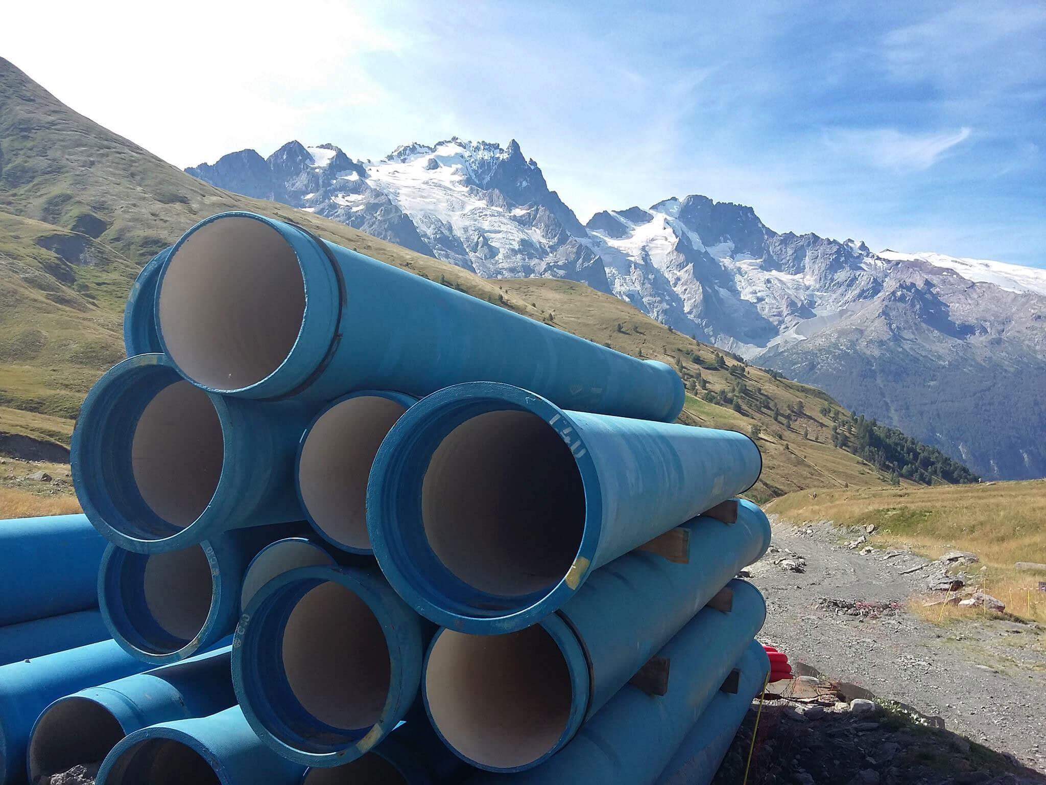 Conduite d'eau potable dans les alpes.